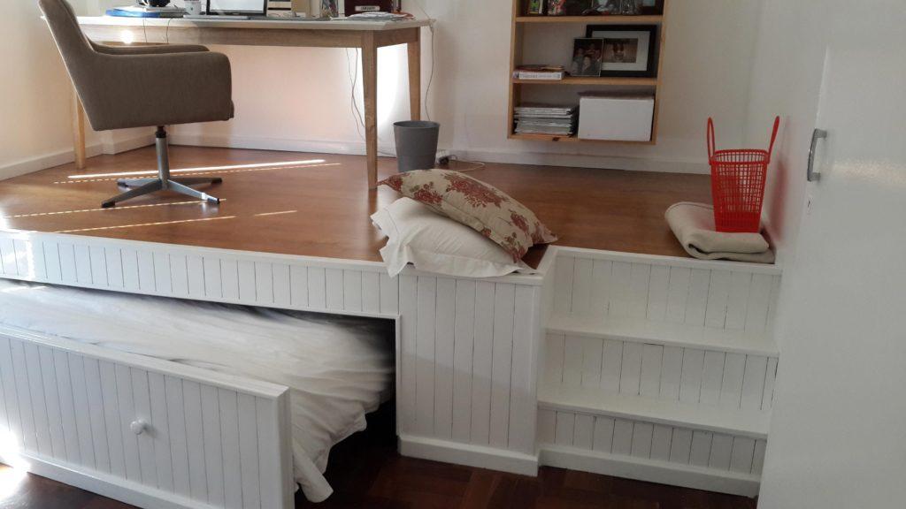 Фото подиума со встроенной кроватью