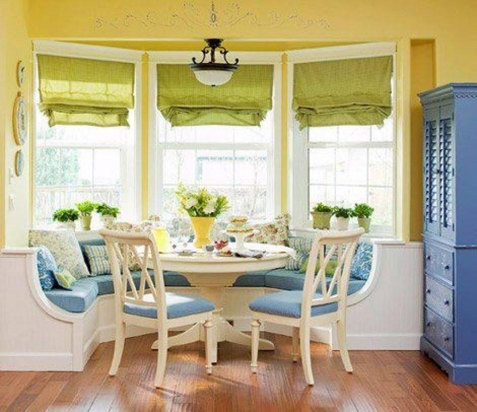 Полукруглый диван в интерьере кухни (10)