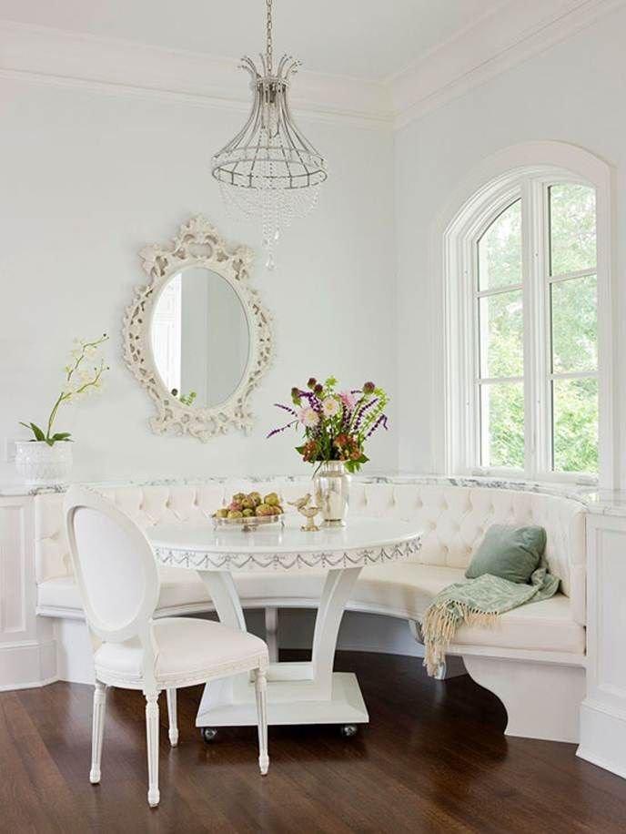 Полукруглый диван в интерьере кухни (13)