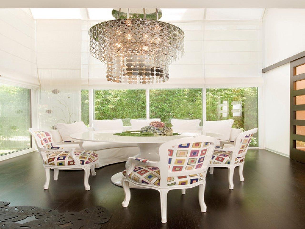 Полукруглый диван в интерьере кухни (15)