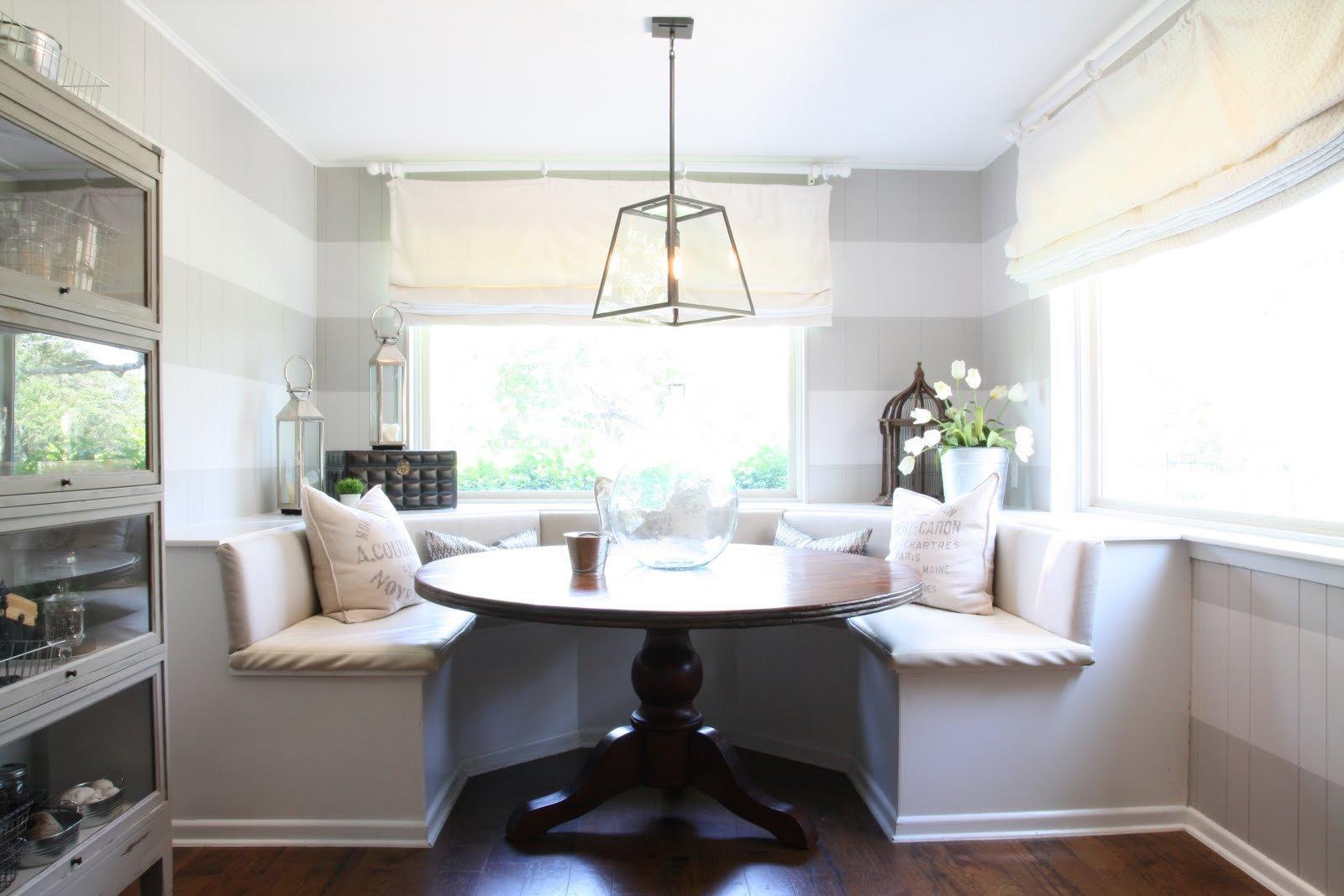 Полукруглый диван в интерьере кухни (28)