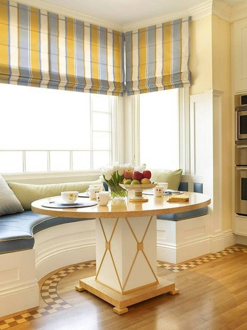 Полукруглый диван в интерьере кухни (32)