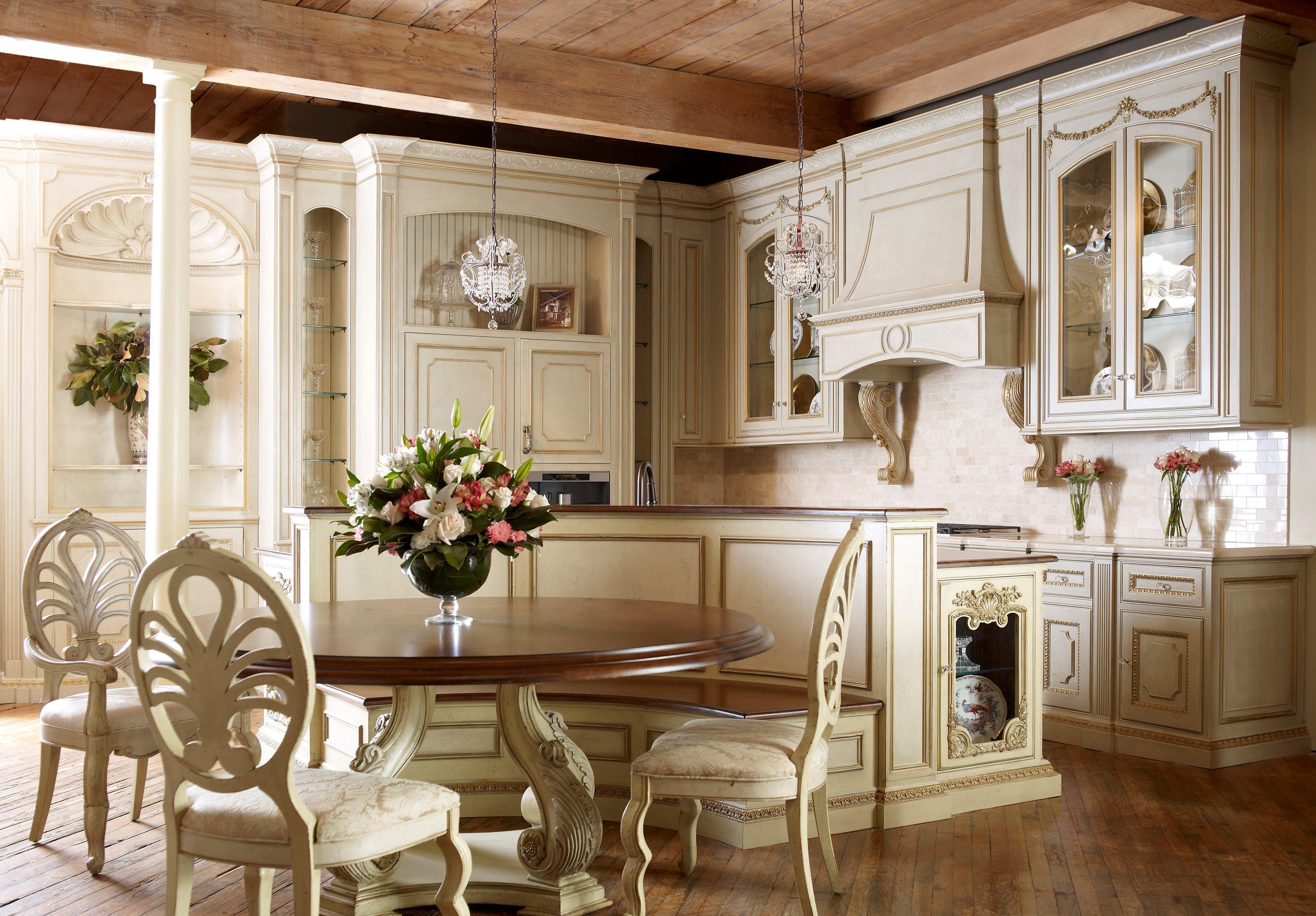 Полукруглый диван в интерьере кухни (36)