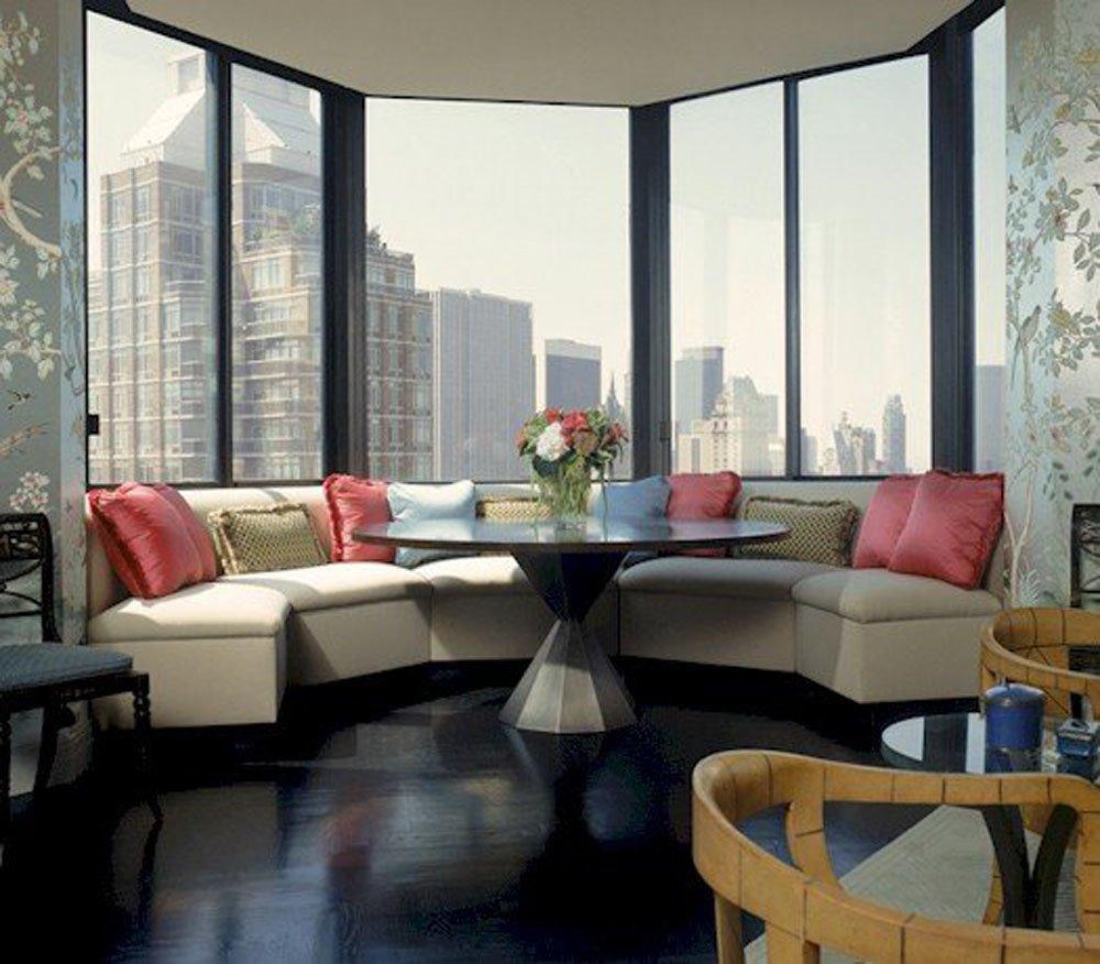 Полукруглый диван в интерьере кухни (4)