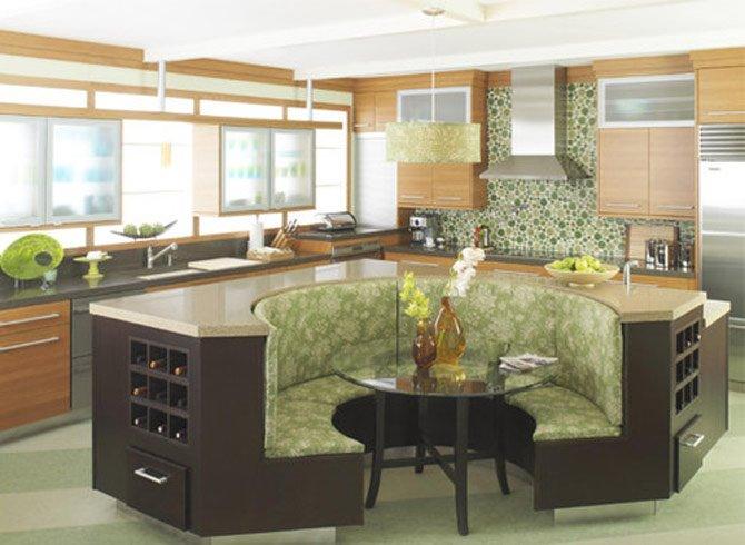 Полукруглый диван в интерьере кухни (44)