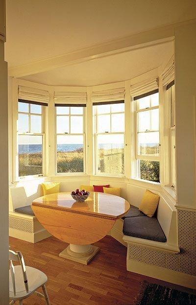 Полукруглый диван в интерьере кухни (6)