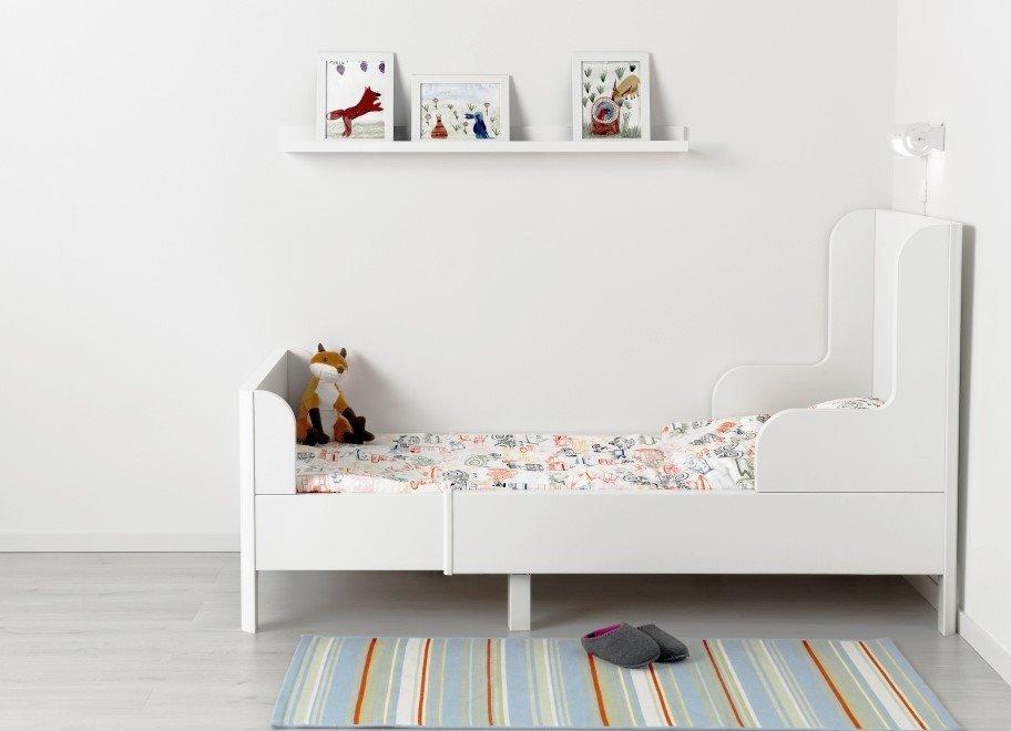 Детская раздвижная кровать у стены