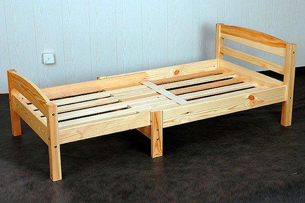 Раздвижная кровать с деревянным каркасом
