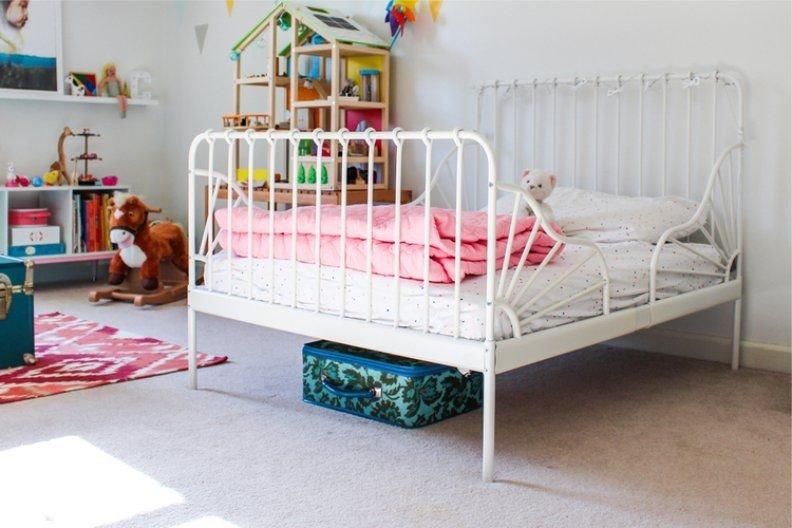 Растущая металлическая кровать для девочки