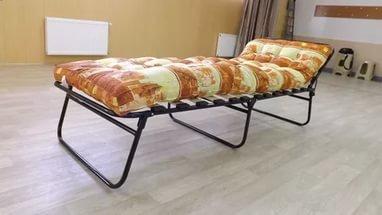 Ортопедическая раскладушка в интерьере комнаты