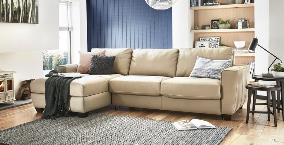 Угловой диван для сна в интерьере