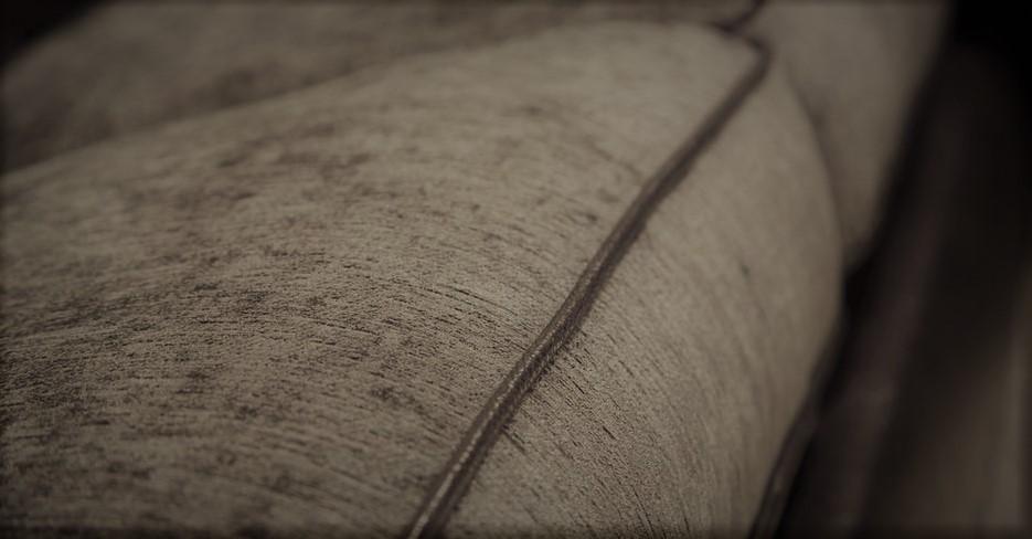 Фото дивана в тканевой обивке крупным планом