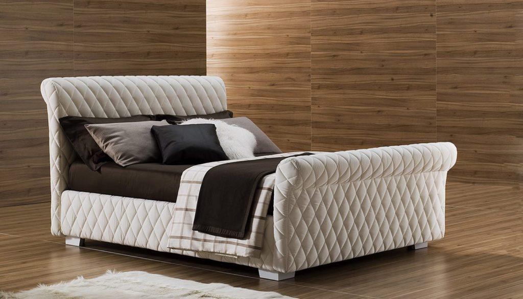 Большая кровать с кутаным основанием