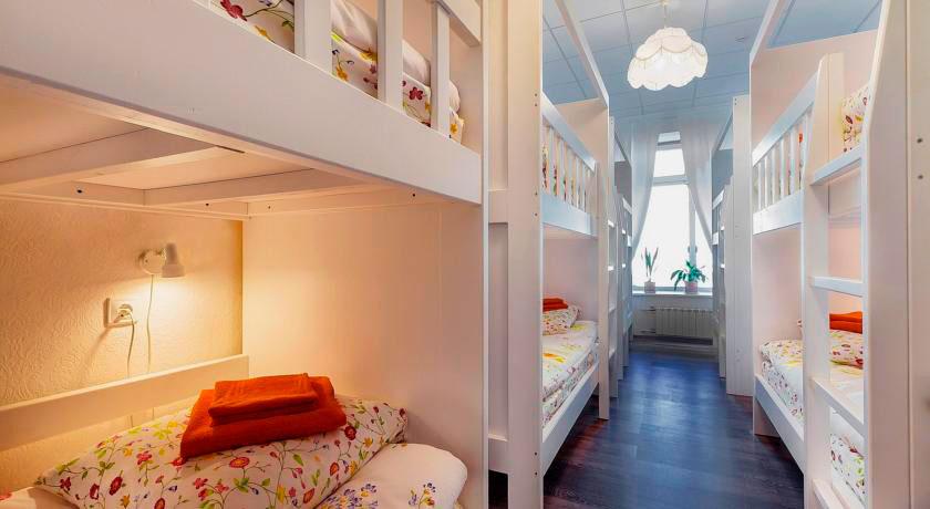 Фото встроенных двухъярусных кроватей