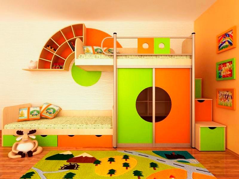Детская двухъярусная кровать со встроенным шкафом-купе с яркими фасадами