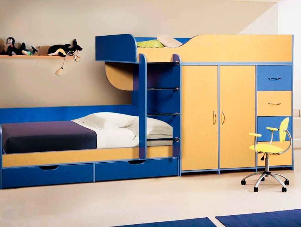 Двухъярусная кровать со шкафом с распашными дверьми