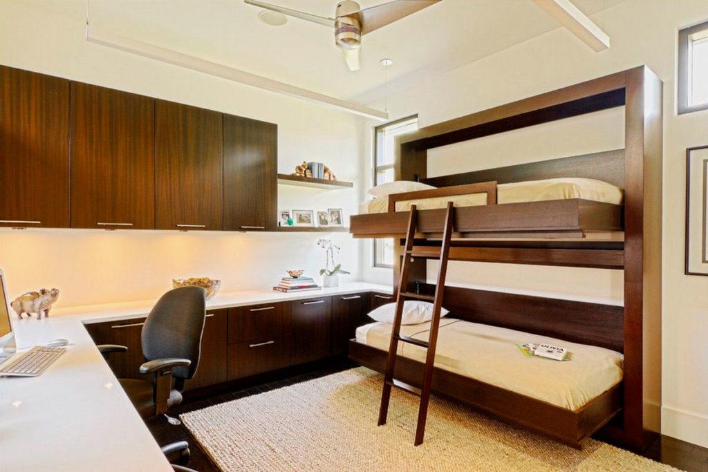 Встроенная двухъярусная шкаф-кровать из массива дерева