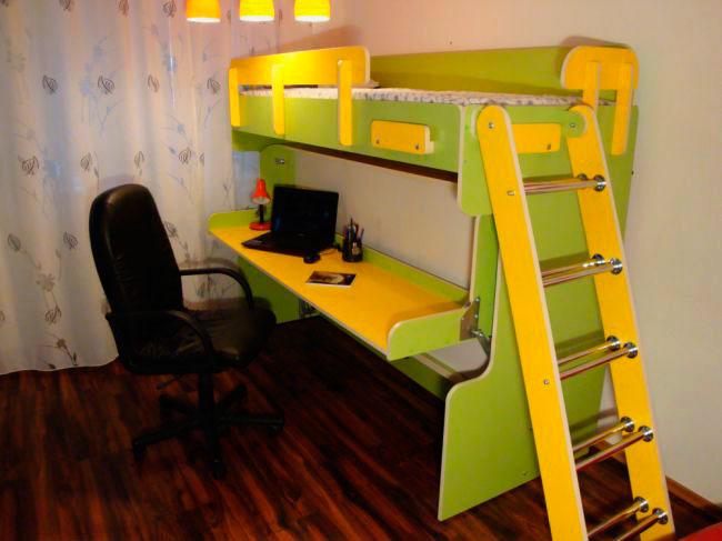 Двухъярусная кровать со столом трансформером в нижнем спальном месте