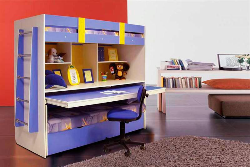 Двухъярусная кровать с выдвижным столом