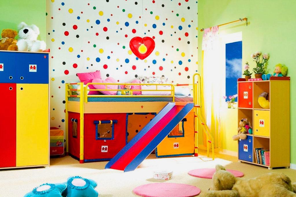 Кровать-чердак для маленьких детей с игровой горкой
