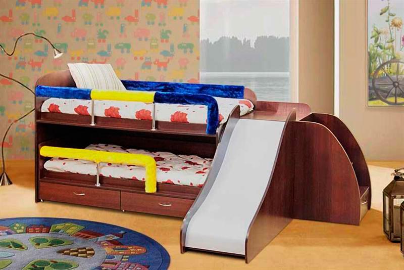 Выдвижная кровать матрешка с горкой