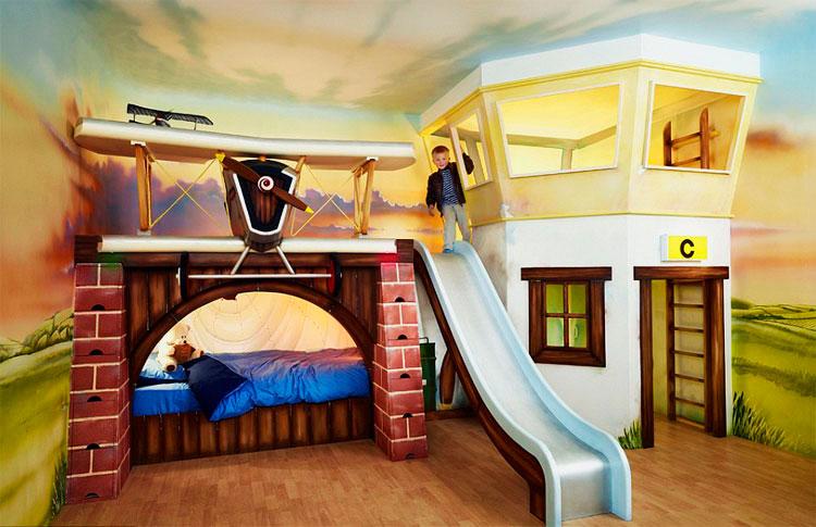 Большая кровать-домик для мальчиков с горкой
