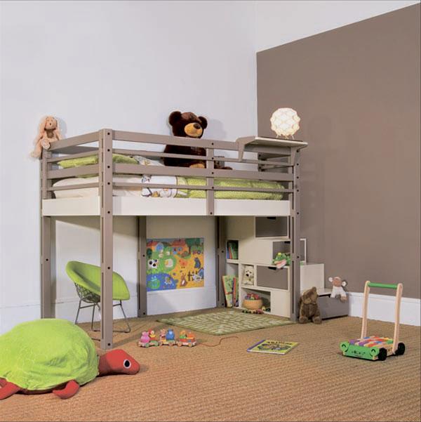 Металлическая кровать-чердак со свободной игровой зоной внизу