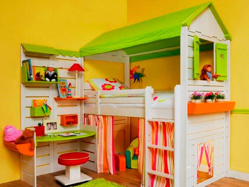 Двухъярусная детская кровать с игровой зоной в виде домика