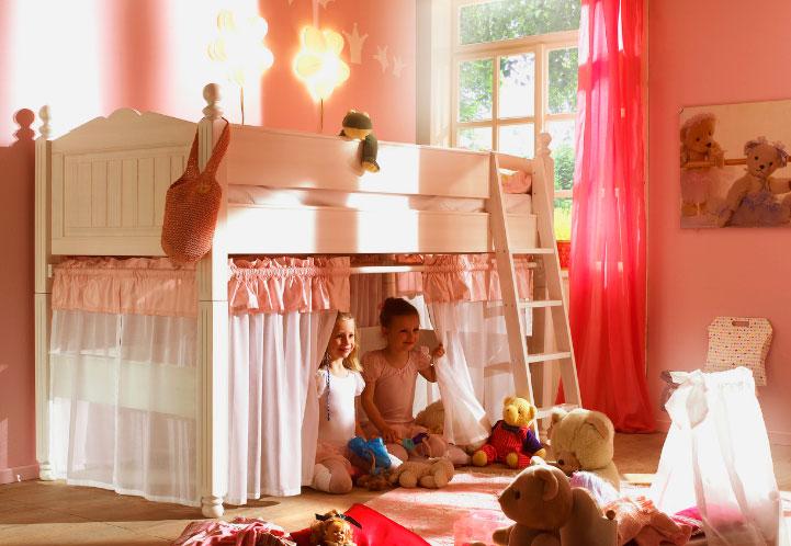 Детская кровать для девочек с игровой зоной