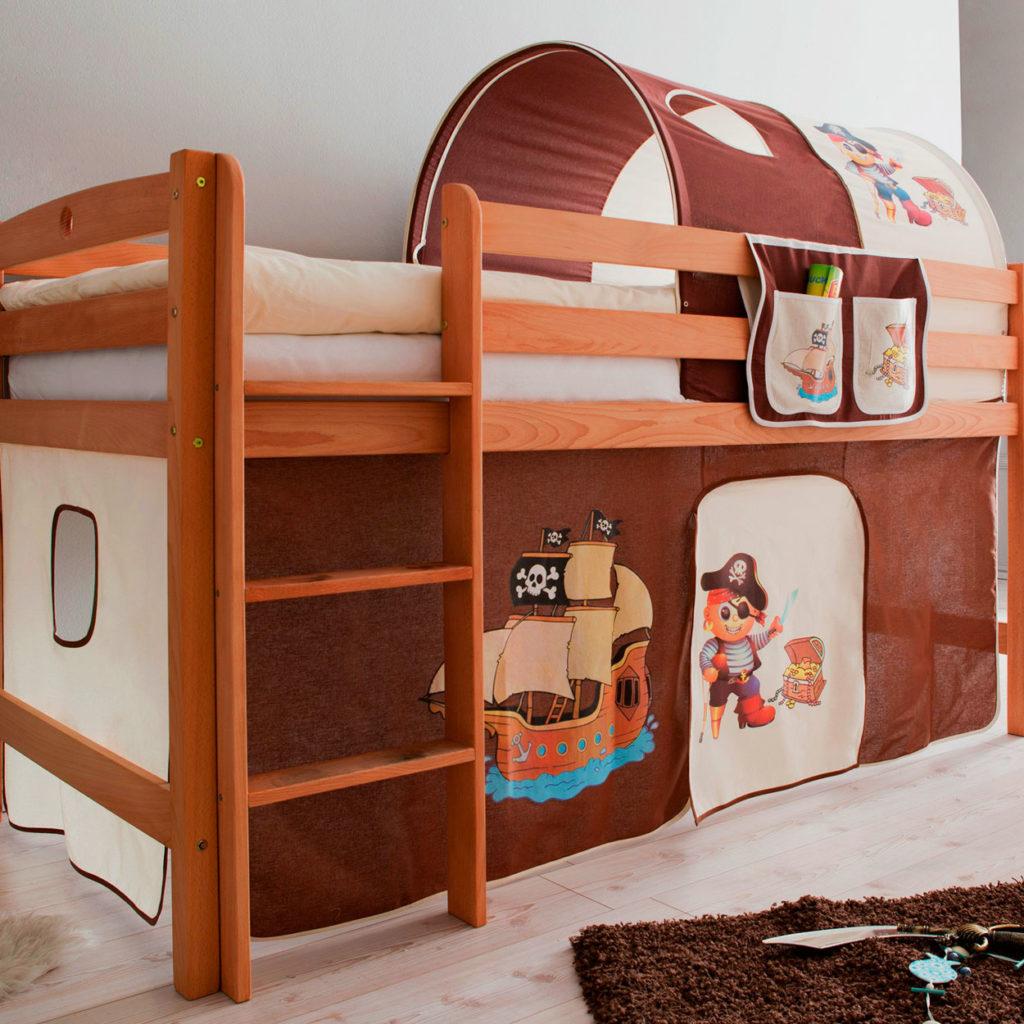 Кровать с игровой зоной внизу в интерьере детской комнаты