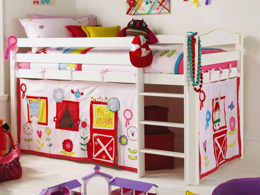 Кровать с игровой зоной для девочек