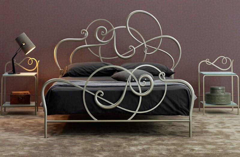 Красивая кованая кровать в интерьере