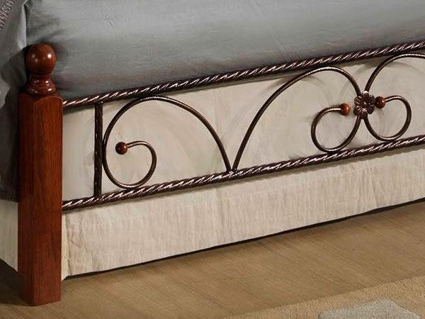 Изножье кованой кровати