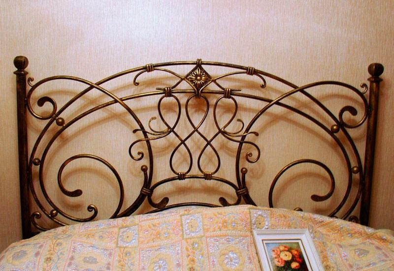 Изголовье кованой кровати