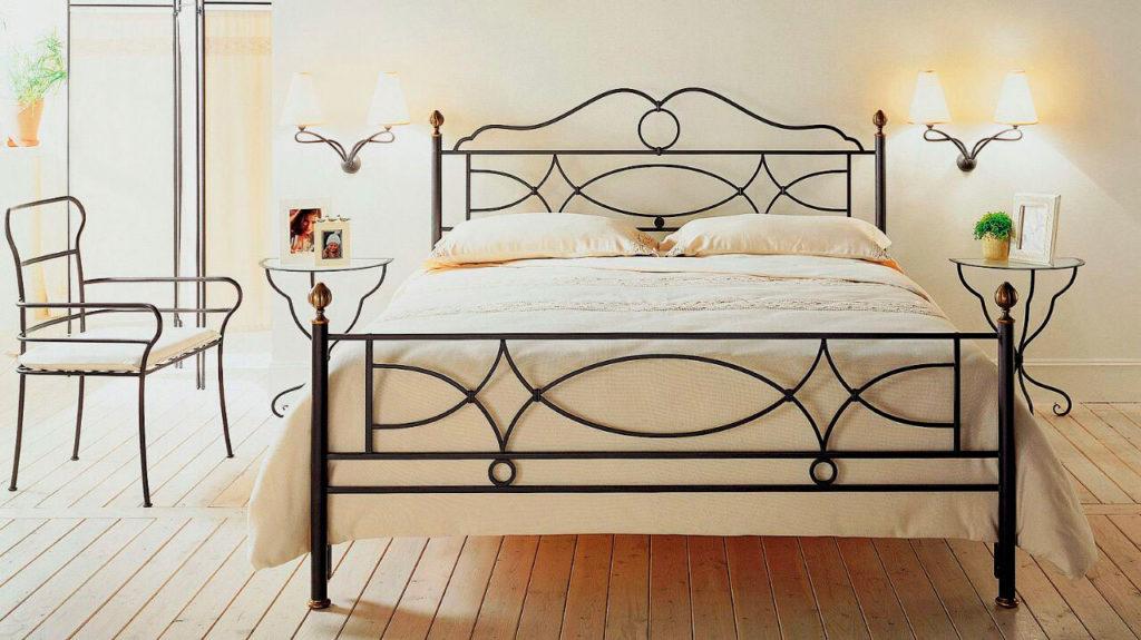 Фото кованой кровати в спальной