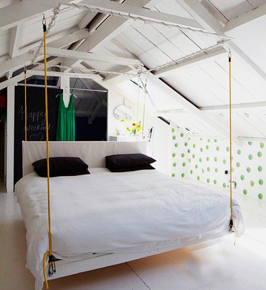 Кровать подвешенная к потолку