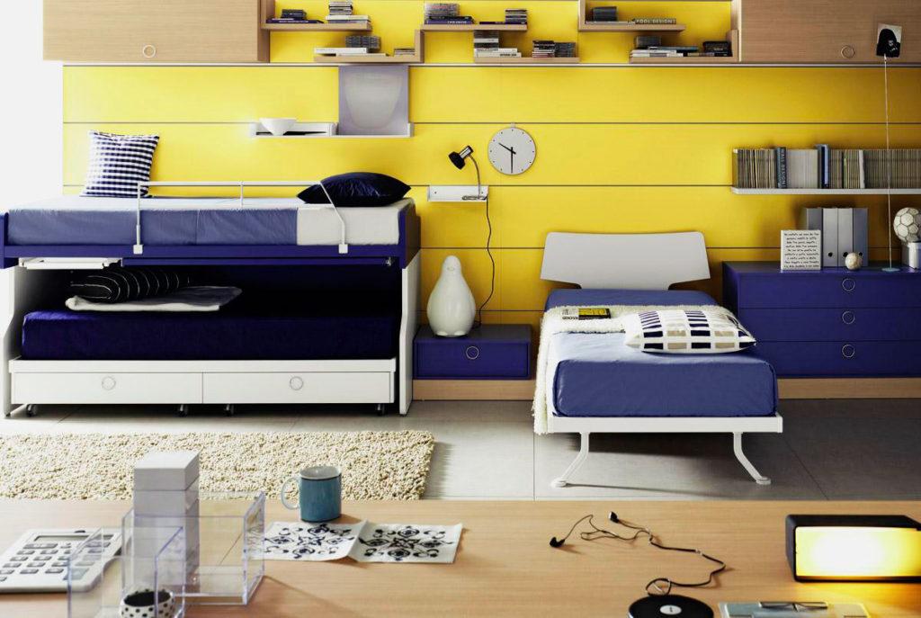 3 кровати в детской комнате