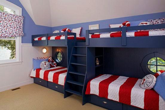 две двухъярусных кровати для четырех детей в одной комнате