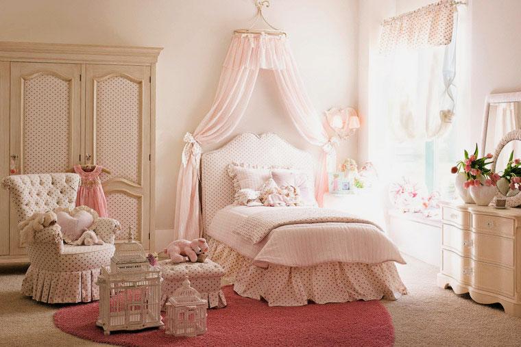 Комната девочки с балдахином над кроватью