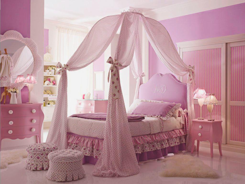 Роскошная комната для девочки подростка в розовом цвете с кроватью с балдахином