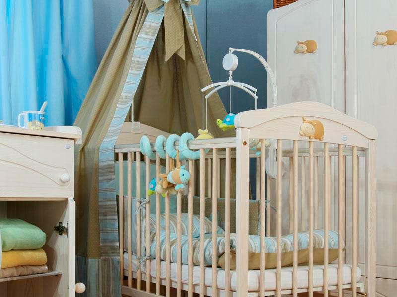 Детская кроватка с плотным балдахином