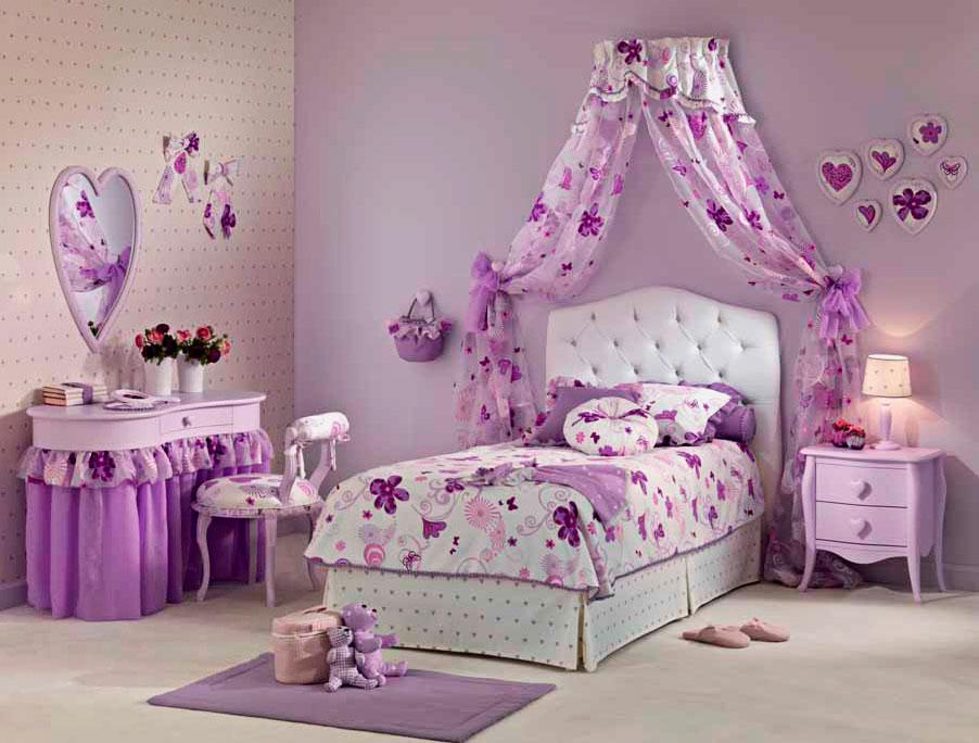 Фото комнаты девочки в сиреневом цвете с балдахином над кроватью в изголовье прикрепленным к стене