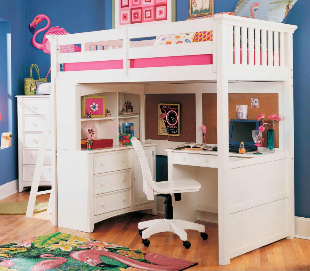 Кровать-чердак для девочки со столом внизу