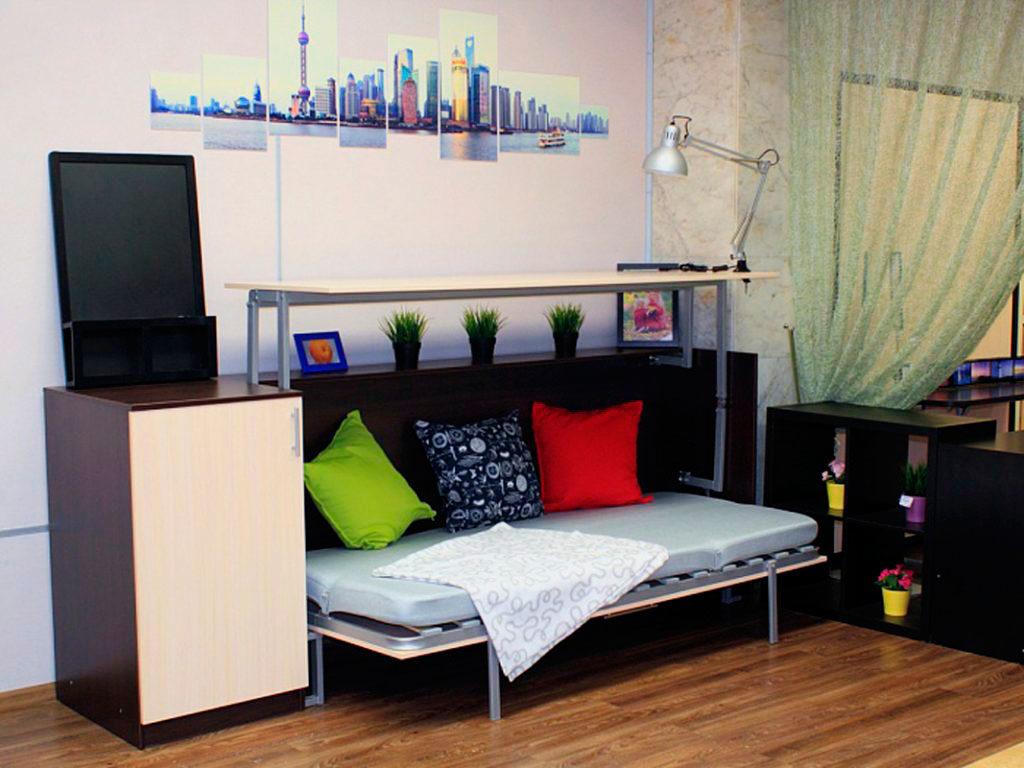 Трансформируемая шкаф-кровать со столом в интерьере детской комнаты