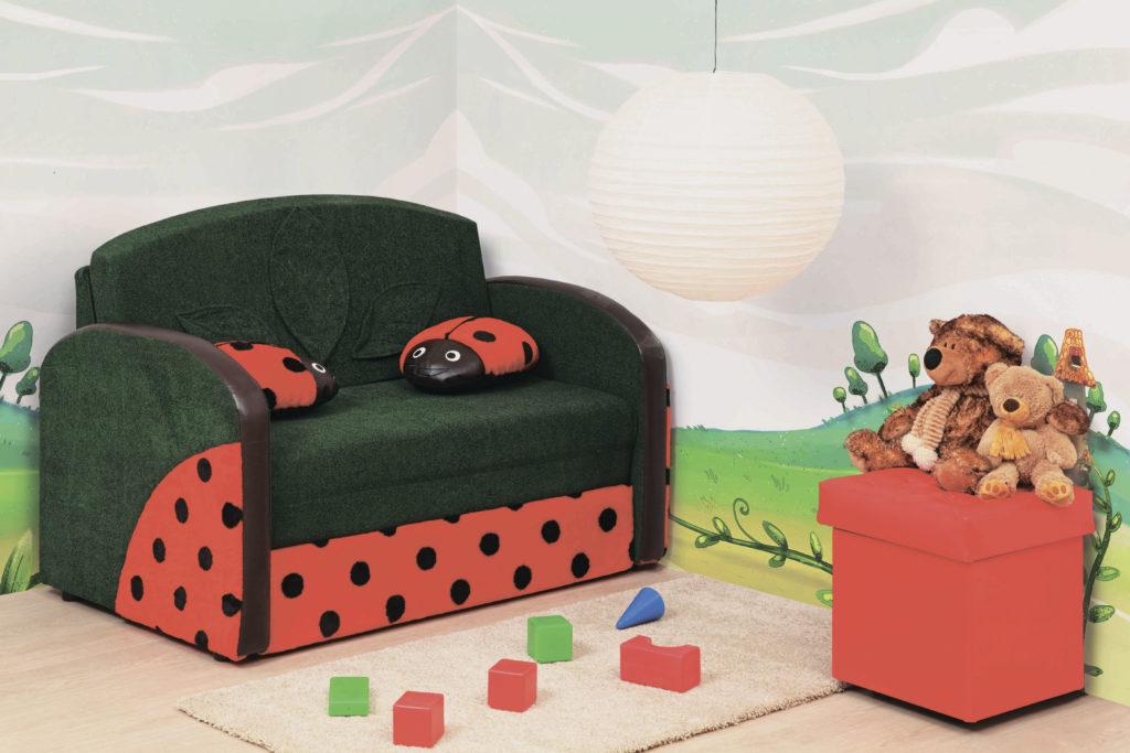 Фото детского раскладного кресла для сна с божьими коровками