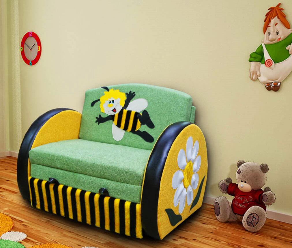 Детская комната с раскладным креслом для сна в интерьере