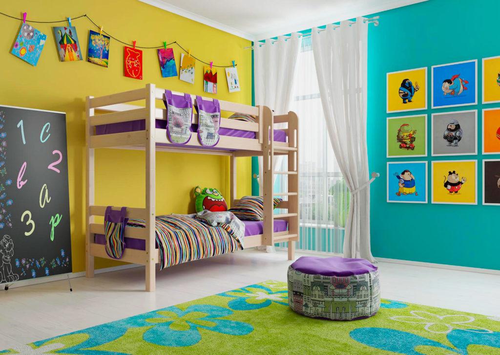 Двухъярусная кровать с ортопедическим основанием в интерьере комнаты