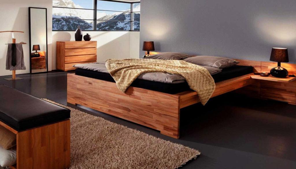Стильная кровать в спальной