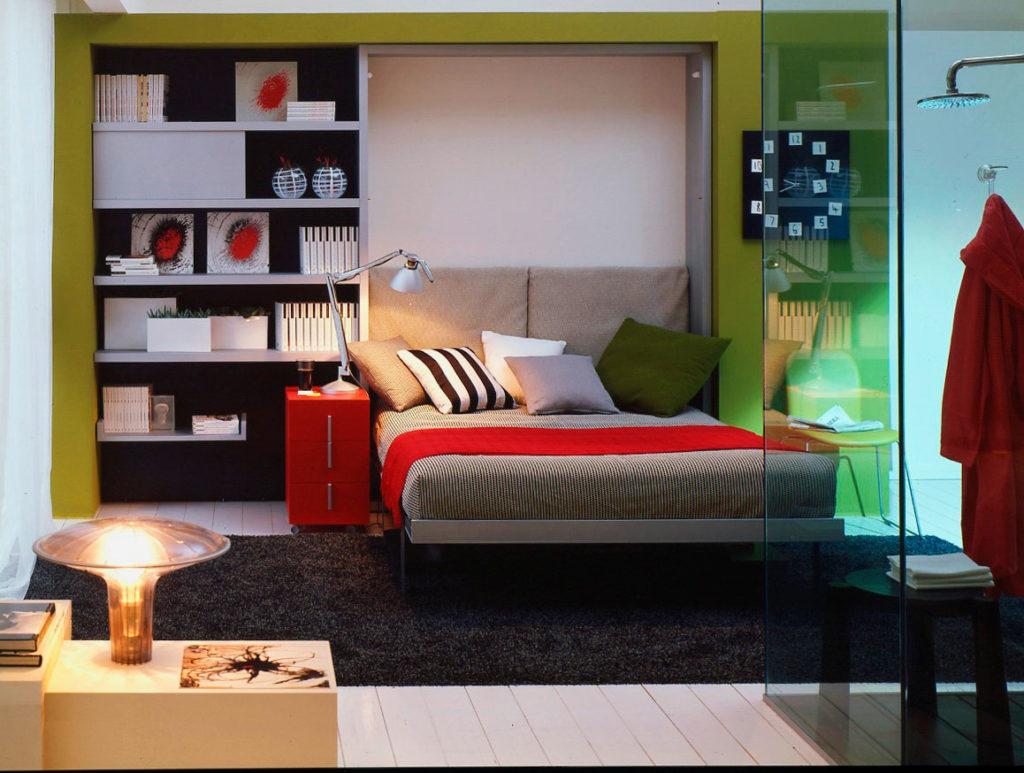 Двуспальная шкаф-кровать в гостиной