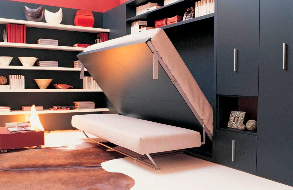 Откидная двуспальная кровать трансформер с диваном в интерьере комнаты